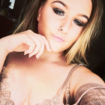 Nieuwe sex date met 24-jarige vrouw uit Drenthe