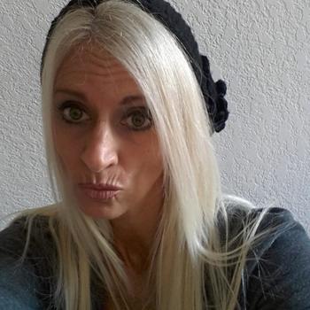 Sex hebben met 51-jarig omaatje uit Groningen